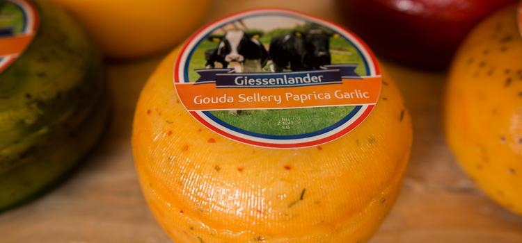 Alblasserwaardse gastvrijheid met kaas en de molens van Kinderdijk